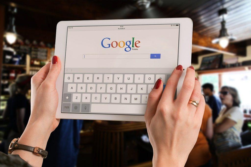 検索パフォーマンスとユーザー行動を分析する